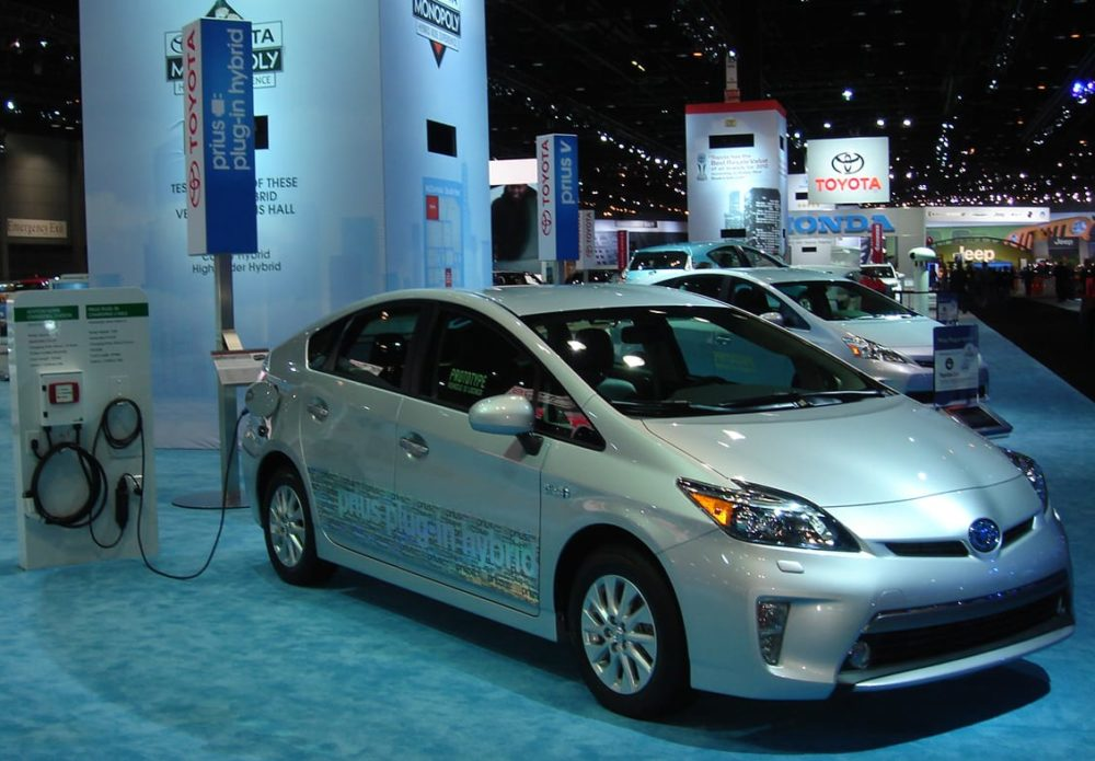 Low Gas Prices Hinder Hybrid Sales, But Plug-Ins Still Selling