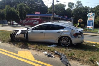 Accident Survivor Praises Safety Of The Tesla Model S