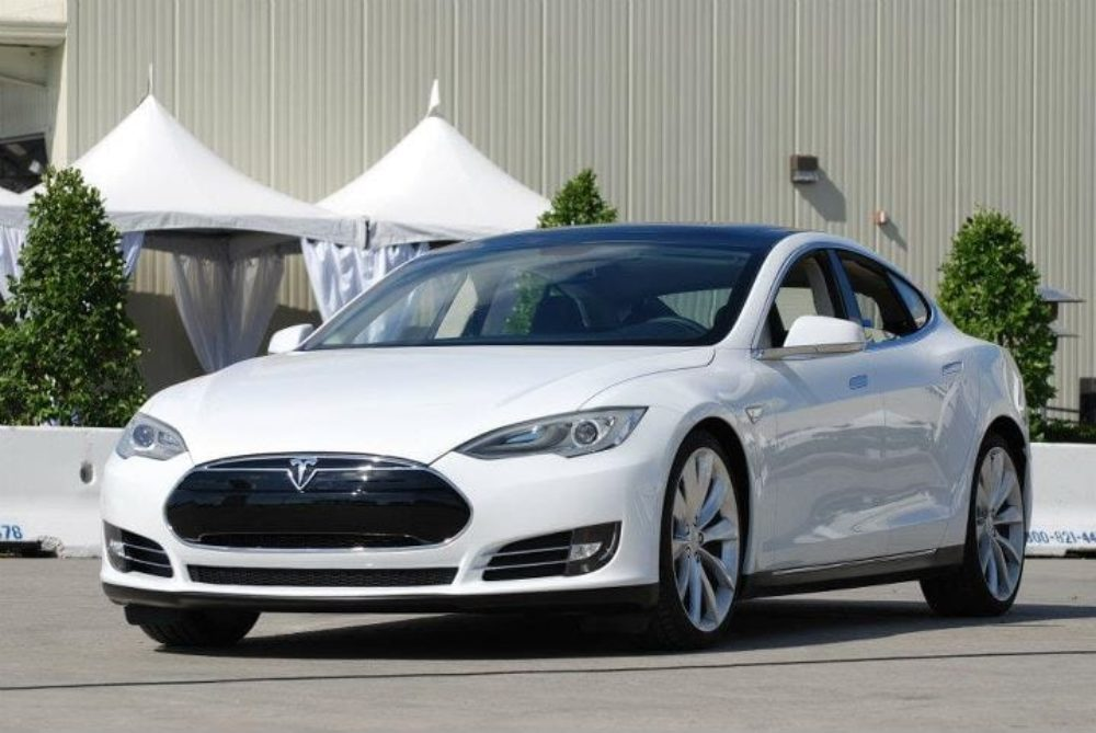 """New Tesla Lease Cuts Costs 25%, Comes With """"Happiness Guarantee"""""""