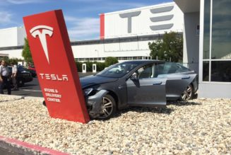 If Apple Buys Tesla, It Could Ruin Elon Musk's Vision
