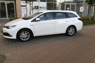 2015 Toyota Auris Review — Time To Talk