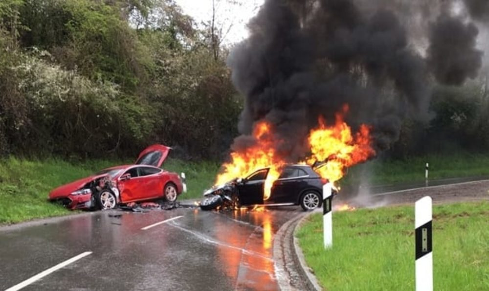 Tesla Model S collision in Luxembourg