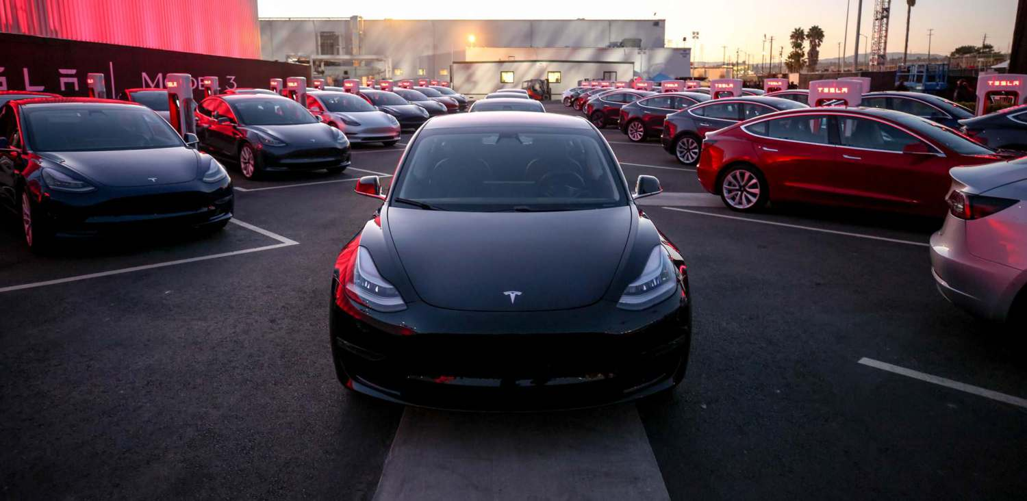Tesla Model 3 fills parking lot