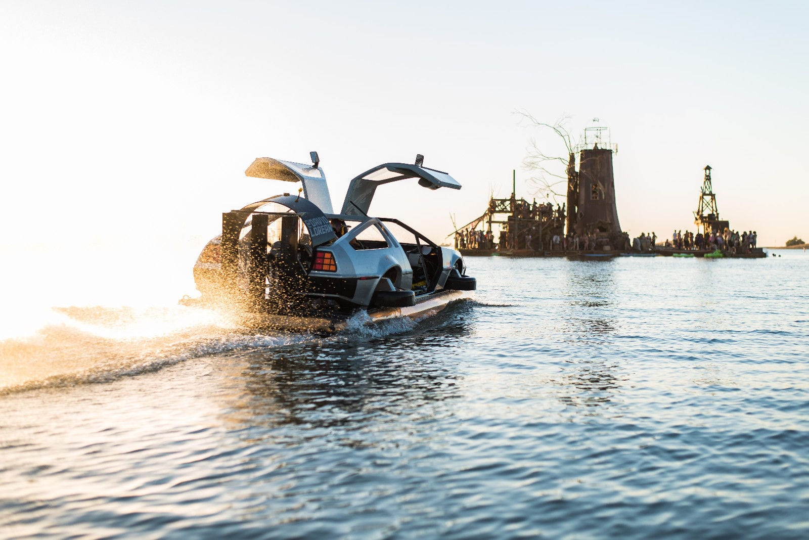 Recycled Hawtness: DeLorean Hovercar (w/ Video)