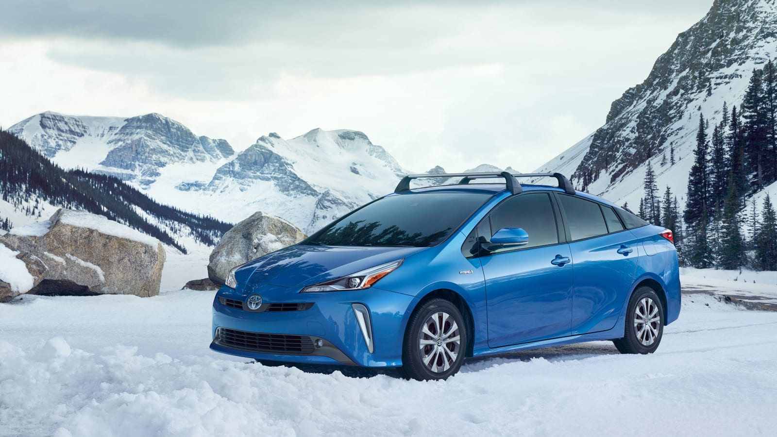 LA 2018:  Toyota Launches First AWD Prius