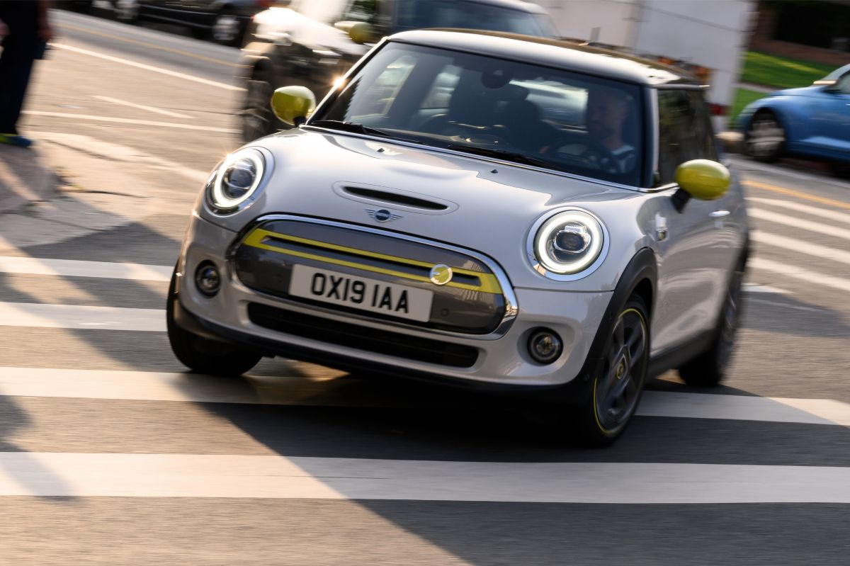 The Electric Mini is Here! Meet the 2020 Mini Cooper SE
