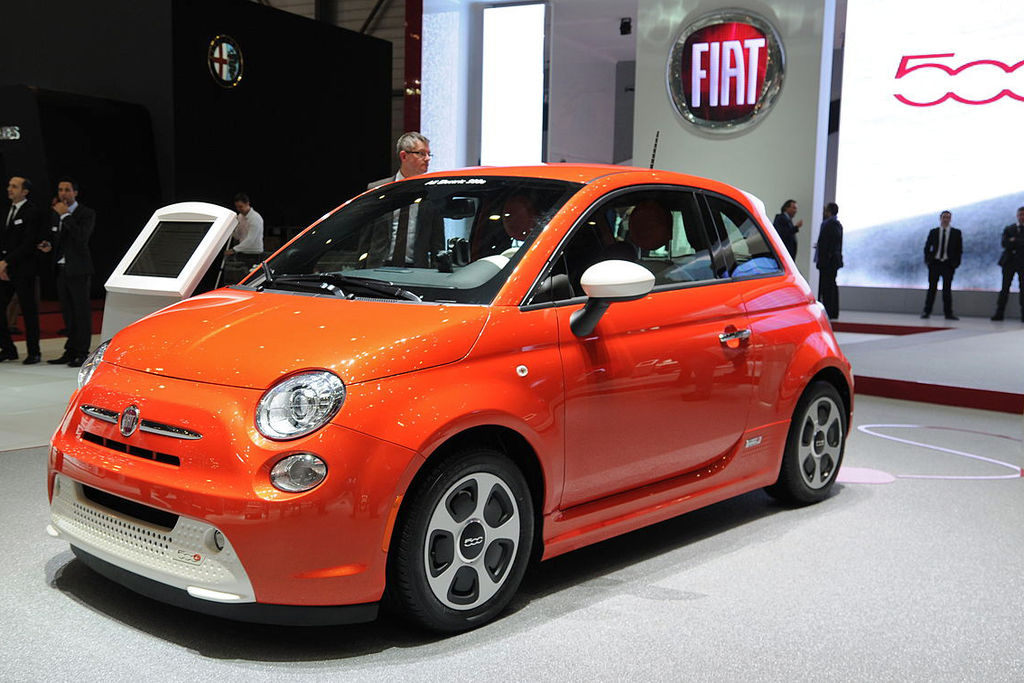 How Do I Replace the 12 Volt Battery in a Fiat 500e?